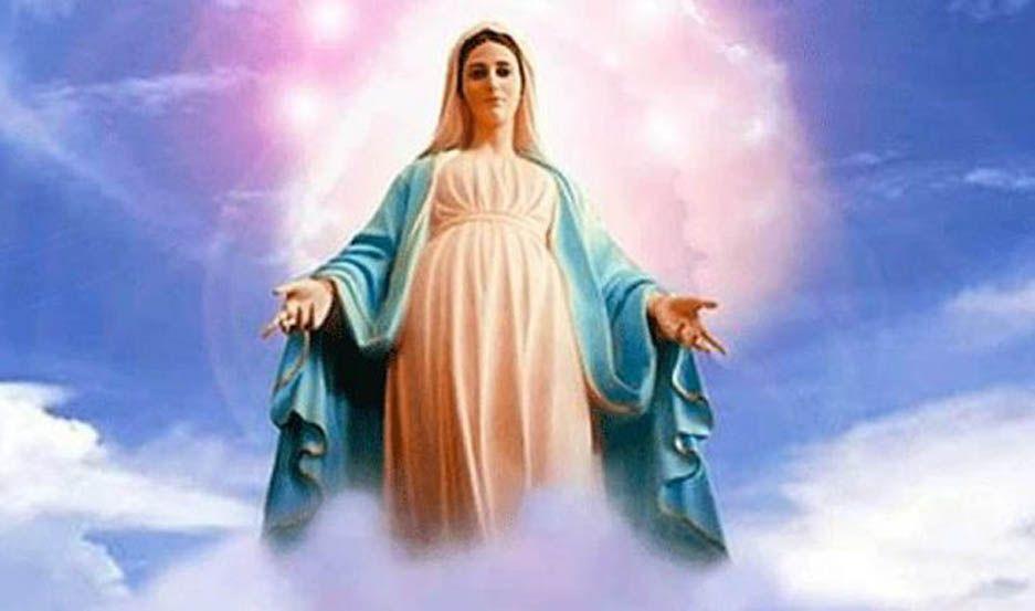 En el Jardín se lo dedicamos a nuestra Madre del cielo, a honrarla y venerarla, demostramos nuestro amor con ofrendas y oraciones, ya que ella es más venerable que los querubines y más grandiosa que los serafines, es la Mamá de Jesús, con su manto de amor, nos cubre y protege. Su amor es más inmenso que todos los cielos.