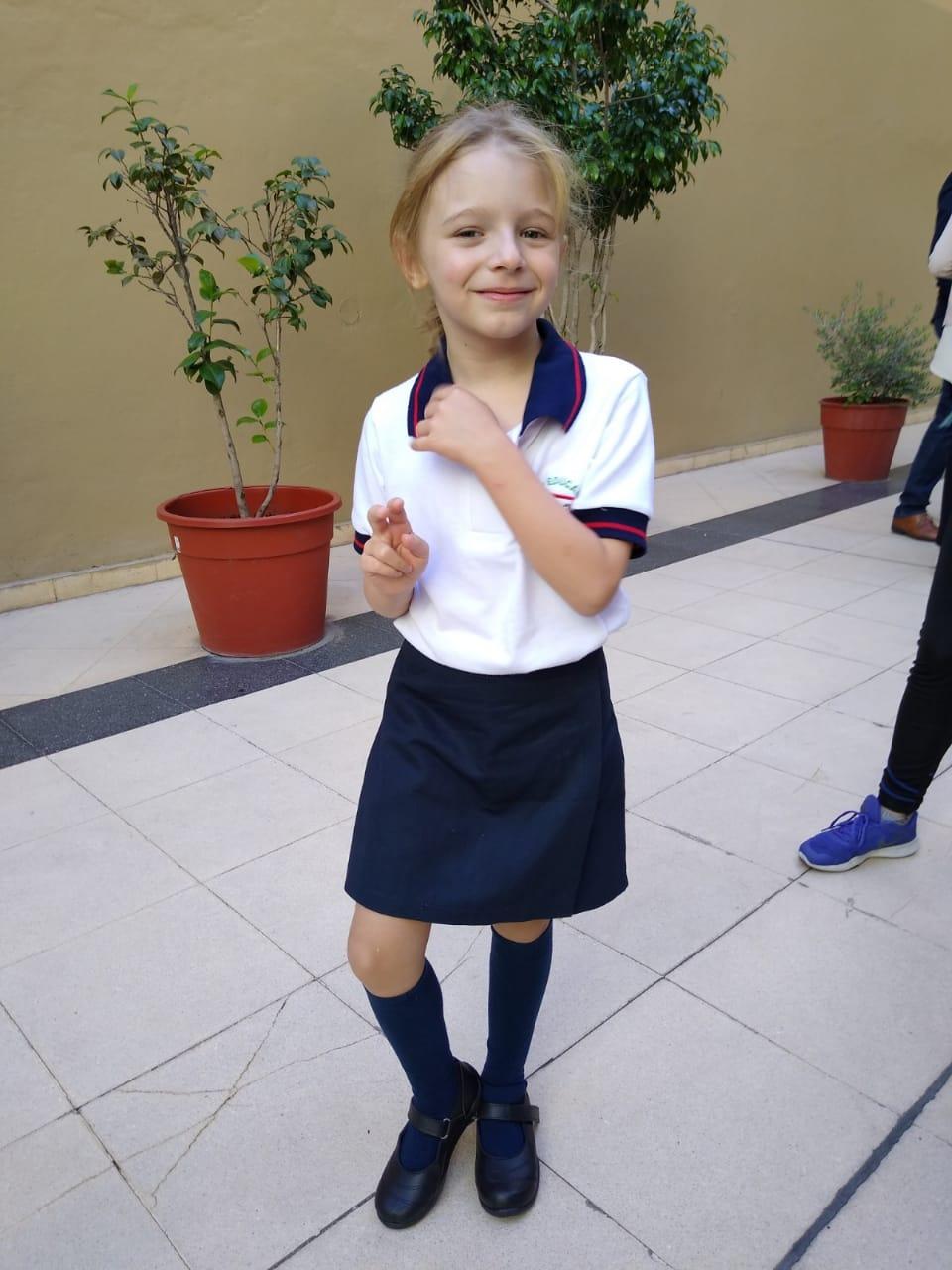 Queridas familias, les hacemos llegar los flyers de los negocios en los que pueden comprar los uniformes escolares.
