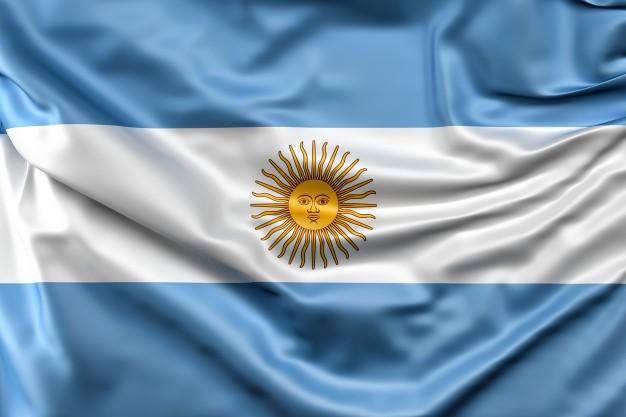"""Desde casa homenajeamos al General Manuel Belgrano...los pequeños de sala de 4 """"C"""" del turno mañana crearon en familia estás hermosas Banderas Argentinas."""
