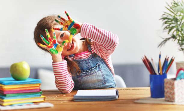 """Continuando con el Proyecto de Arte: """"EXPLORADORES DEL ARTE"""", los estudiantes de sala de 5 """"C"""" del turno mañana realizaron estas magníficas creaciones con la técnica """"sellado con bombuchas""""."""